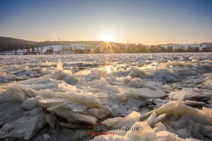 Donau Winter, Eisstollen, Donau in EIS ,